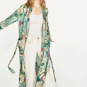 HOST PICK 💕 Vintage inspired floral kimono